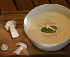 Eine Suppe mit leckeren Pilzen